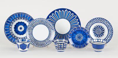 HERMES. Ceramics: Porcelain set, consisting of fourteen large plates (27cm), fou…