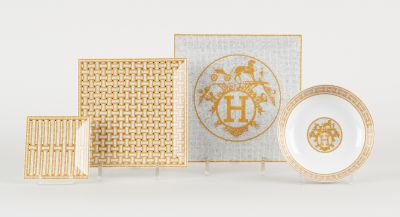 HERMES. Ceramics: White porcelain set with gold accents consisting of fourteen s…