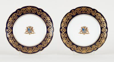Travail parisien. Ceramics: Lot consisting of two porcelain plates with the coat…