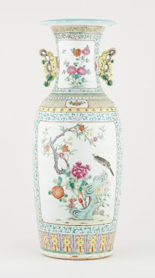 Travail chinois circa 1900. Ceramics: Polychrome porcelain vase, reserves with b…