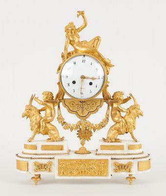 Travail français d'époque Louis XVI. Watchmaking: Elegant gilt bronze and white …