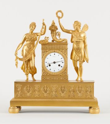 J.J. Hanset, d'époque Empire. Watchmaking: Gilded bronze table clock with the mo…