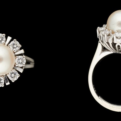 Joaillerie. Bijou: Bague en or blanc 14 carats agrémentée d'une perle (5/6mm) et…