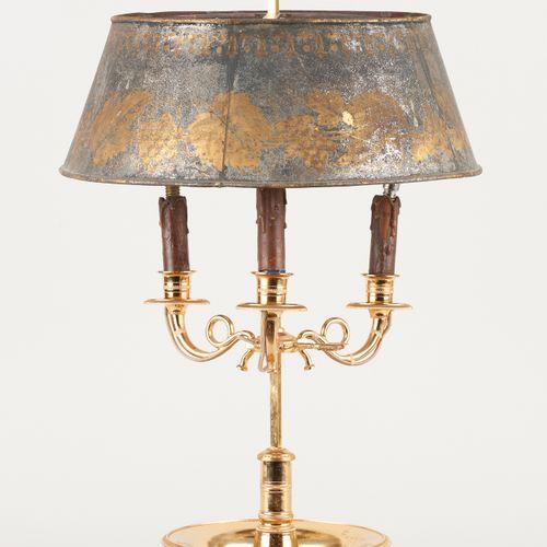 Travail français 19e. Luminaire: Lampe bouillotte en bronze doré à trois bras de…