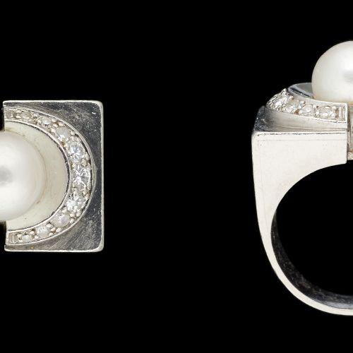 Joaillerie. 珠宝:铂金戒指,镶嵌老式切割钻石和一颗养殖珍珠。  手指大小:+/ 54,5。