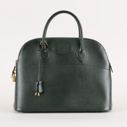 "HERMES. 皮革制品:绿色皮包。  来自Hermès,型号为 ""Bolide 35""。"