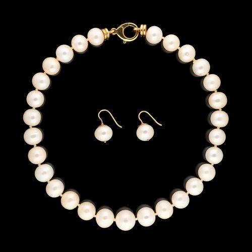 Joaillerie. Bijoux: Collier de perles de culture des Mers du Sud agrémenté de vi…