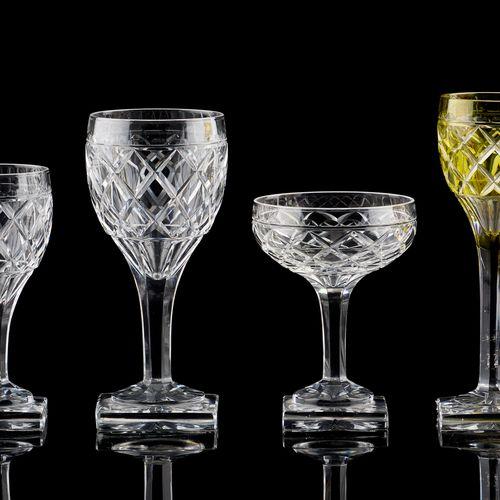 """VAL SAINT LAMBERT. Verrerie: Service de verres en cristal clair taillé, modèle """"…"""