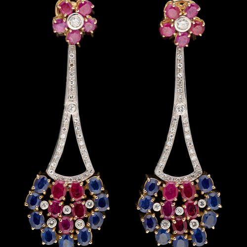 Joaillerie. 珠宝:一对黄金和白金耳环,镶有+/ 6克拉的蓝宝石,+/ 6克拉的红宝石和+/ 1克拉的钻石。