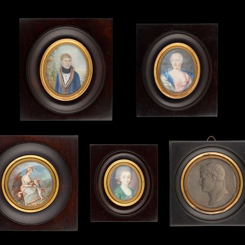 """Travail des 18 et 19e. Miniatures sur ivoire (lot de cinq): """"Profil de Napoléon""""…"""