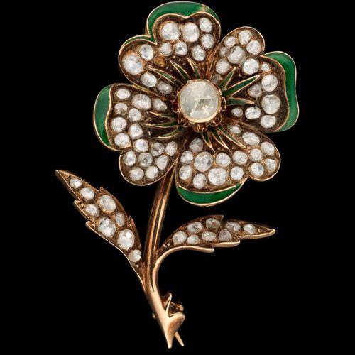 Circa 1900. Bijou: Broche en or jaune au motif d'un trèfle à quatre feuilles agr…