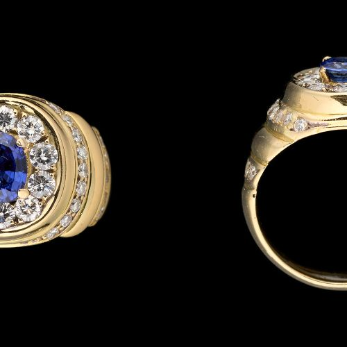 Joaillerie. 珠宝:黄金戒指,镶有+/ 0.80克拉的蓝宝石和+/ 1克拉的明亮式切割钻石。  手指大小:+/ 54。