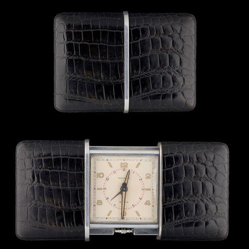 MOVADO. Horlogerie: Réveil de voyage dans sa housse de cuir.  De marque Movado, …