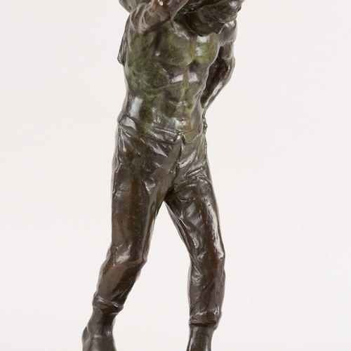 Victor DEMANET École belge (1895 1964) 青铜雕塑,有绿色铜锈:坦克顶部。  签名:维克多 德马内。  尺寸:高55厘米。