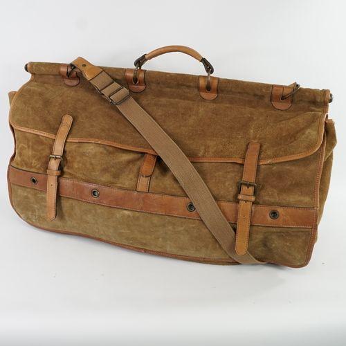 皮革和麂皮的狩猎包  肩带和手柄。  尺寸:67x40厘米