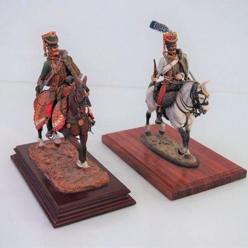Grandes figurines type ronde bosse, peinture d'artiste, certaines signées D. Dus…