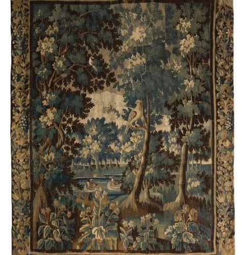 Tapisserie d'Aubusson à décor de volatiles dans un sous bois. Fin du XVIIe siècl…