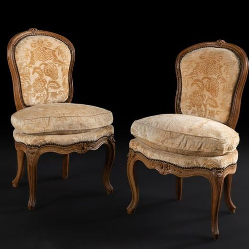Pair of moulded and carved beechwood chairs, with an eventful shape, decorated w…