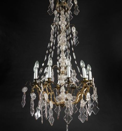 Chandelier in gilt bronze and cut glass with ten lights and decoration of pendan…