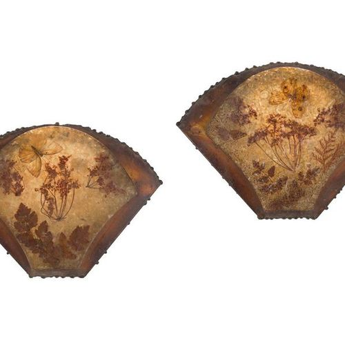 ACCOLAYDried flowers and butterfliesPair of fan shaped sconces. Frames in patina…