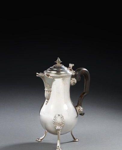 DÔLE 1768 A coffee pot in silver Master silversmith: Étienne François RENARD