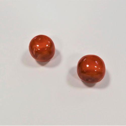 *Suite de deux boules de corail (non percées).  Poids : 55 g