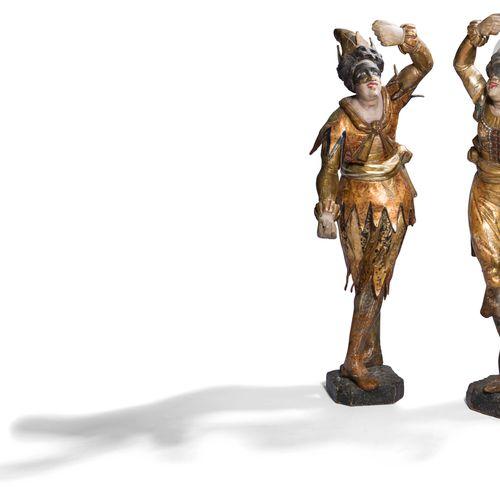 两件多色金雕的哈勒奎因和柯伦布的木雕(小事故和缺失部分 )意大利,18世纪高 :92和98厘米