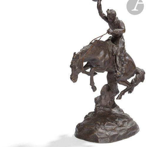 Cowboy au rodéo Sujet en bronze patiné. Hauteur : 25 cm B.E. Réédition.