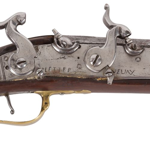 Curieux fusil de chasse, un coup, double charge, à silex transformé à percussion…