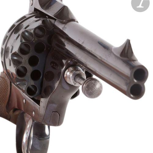 Rare revolver « Le redoutable » à percussion centrale, à 20 coups alternés, cali…