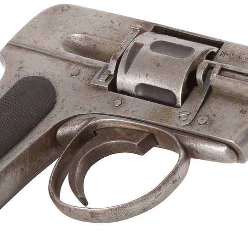 Revolver type Hammerless, six coups, calibre 6 mm Plaquettes de crosse en ébonit…