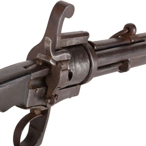 Sabre revolver à broche, six coups, calibre 7 mm Monture en fer. Poignée à plaqu…