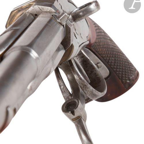 Pistolet à système à percussion par en dessous, deux coups, à canons tournants. …