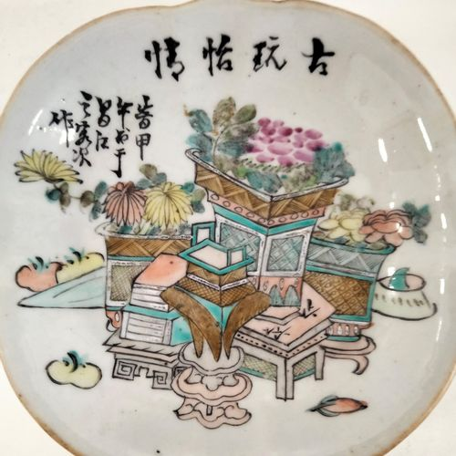 Ravier en porcelaine, Chine, XIXe siècle Floriforme, sur piédouche, à décor de b…