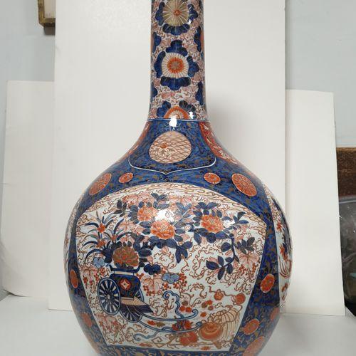 Grand vase bouteille en porcelaine à décor Imari, Japon, époque Meiji (1868 1912…