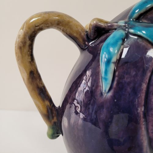 Théière ''cadogan'' en porcelaine en forme de pêche de longévité, Chine, début X…
