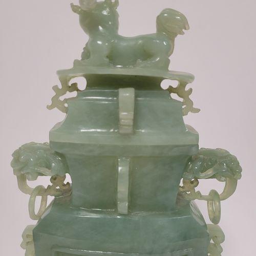 Vase couvert en serpentine, Chine, XXe siècle Style et décor archaïsant, les ans…