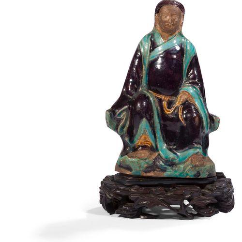 Statuette en terre cuite émaillée polychrome de Guandi, Chine, style Ming Guandi…