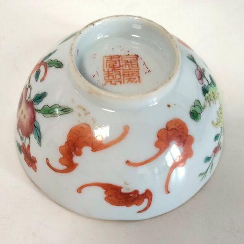 Ensemble de quatre objets en porcelaine, Chine, XIXe XXe siècle Coupe sur piédou…
