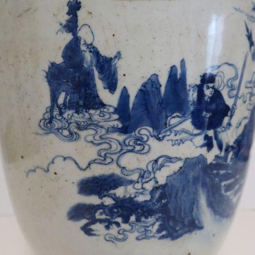 Vase en porcelaine, Chine, fin XIXe siècle A panse cylindrique, à décor bleu bla…