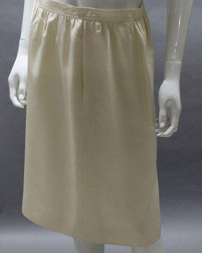 Saint LAURENT Rive Gauche  Ivory silk chantung skirt. T. 44.
