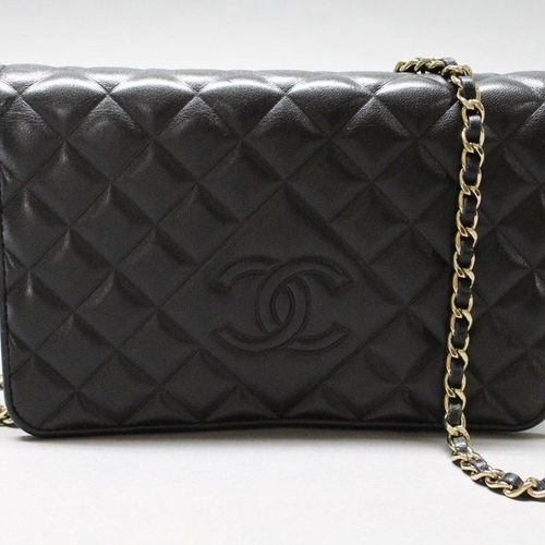 CHANEL  Wallet On Chain in black quilted lambskin leather, snap closure on flap,…