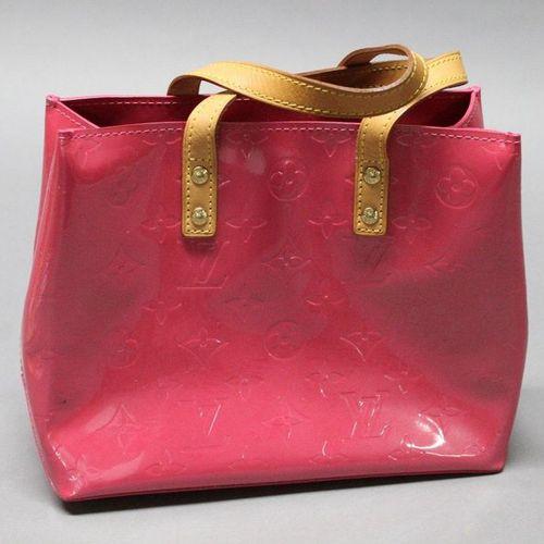 "Louis VUITTON  Bag ""Reade"" 25cm in fuchsia Monogram patent leather, double handl…"