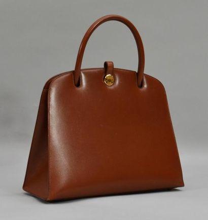 Sur le thème de la MODE, vintage, sacs, accessoires, bijoux, fourrures