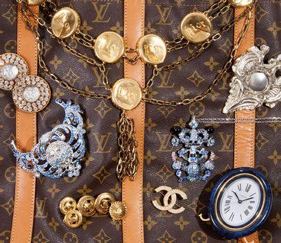 Foulards de Collection, Bijoux Couture et Maroquinerie griffée - Vente en direct