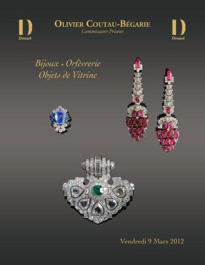 Meubles et objets d'art et objets de vitrine, bijoux...