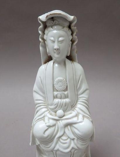 MOA - Première partie : livres anciens - Deuxième partie: Vin, Asie, Mobilier et Objets d'Art.