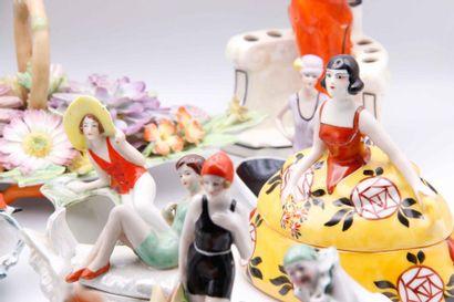 VENTE GOOD COLLECTIONS : verrerie Art Nouveau, boules de perruque, hochets sifflets, bronze de Vienne, objets de collection et de vitrine, meubles rares...