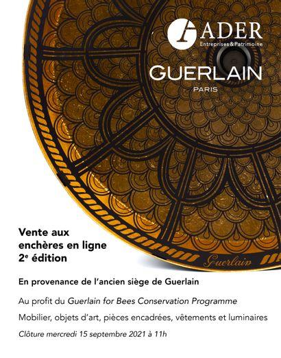 [VENTE EN LIGNE] En provenance de l'ancien siège de Guerlain : mobilier, objets d'art, pièces encadrées, vêtements et luminaires
