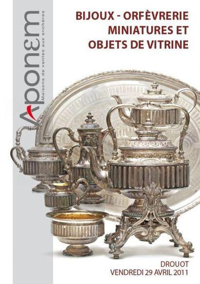 BIJOUX - ARGENTERIE - OBJETS DE VITRINE